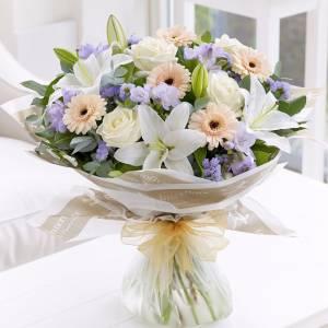 Сборный букет с лилиями и герберами в нежной упаковке R1507