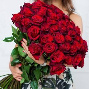 Букет 51 крупная красная роза с лентами R104