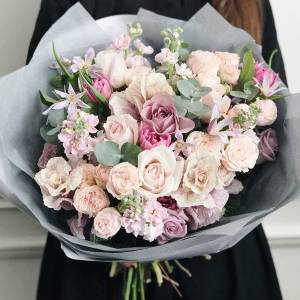 Сборный нежный букет с пионовидными розами R477